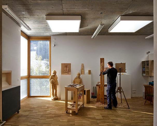 Peter Demetz rucne vyrezavane drevene sochy 13