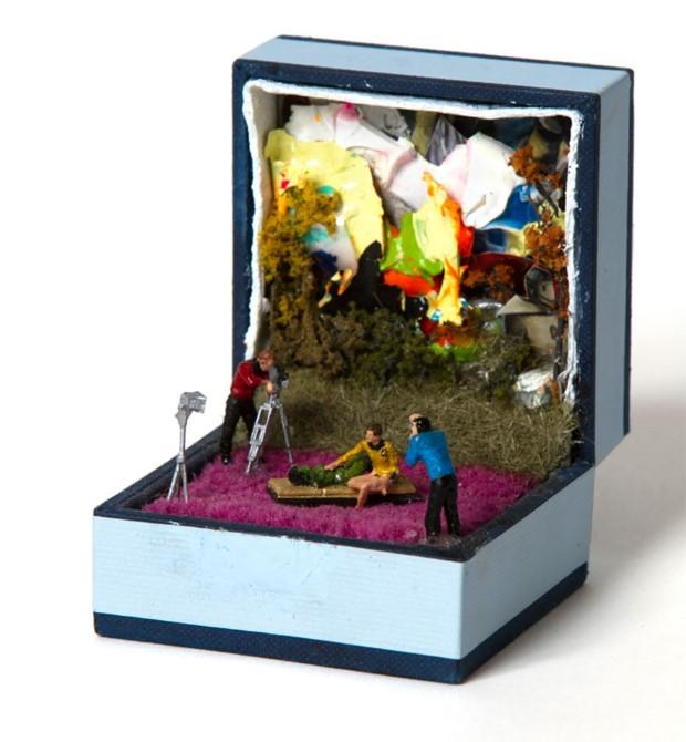 Umelec Talwst mení staré škatuľky od prsteňov na diorámy 17