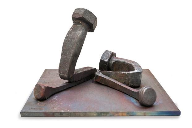 Tobbe Malm sochy zo skrutiek nabite emociami 5
