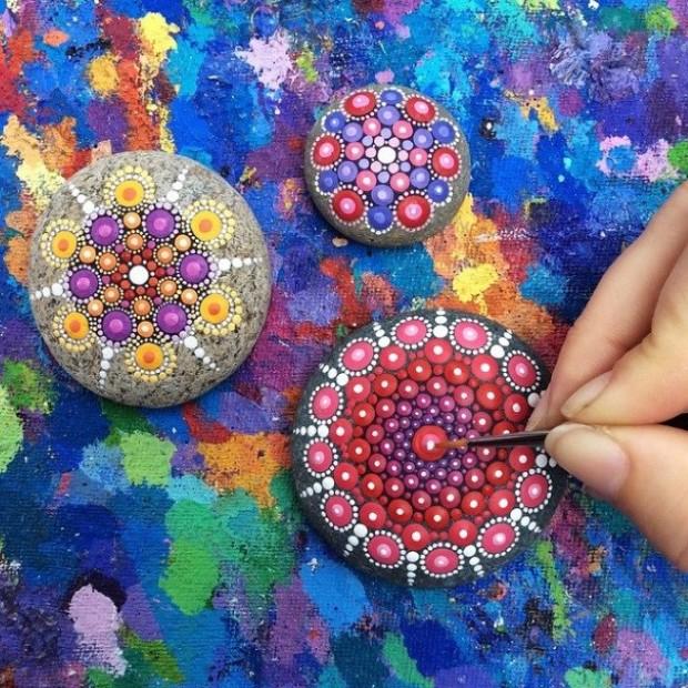 malovane bodkovane kamene mandaly 14