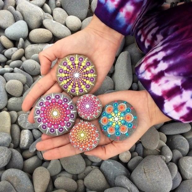 malovane bodkovane kamene mandaly 6