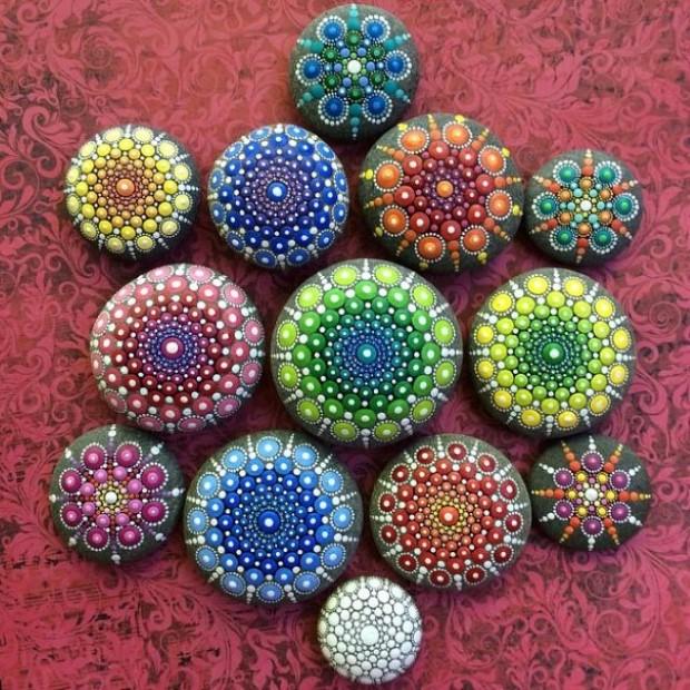 malovane bodkovane kamene mandaly 9