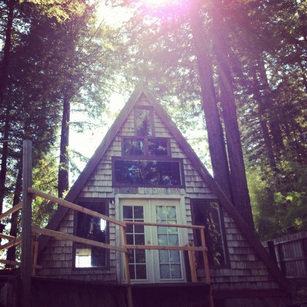 drevene utocisko v podobe utulnej chatky 15