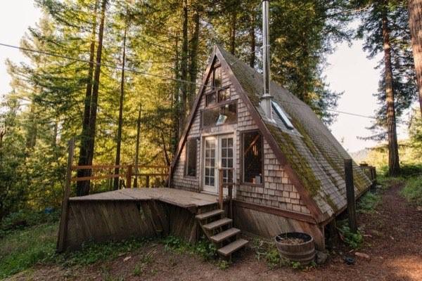 drevene utocisko v podobe utulnej chatky 16