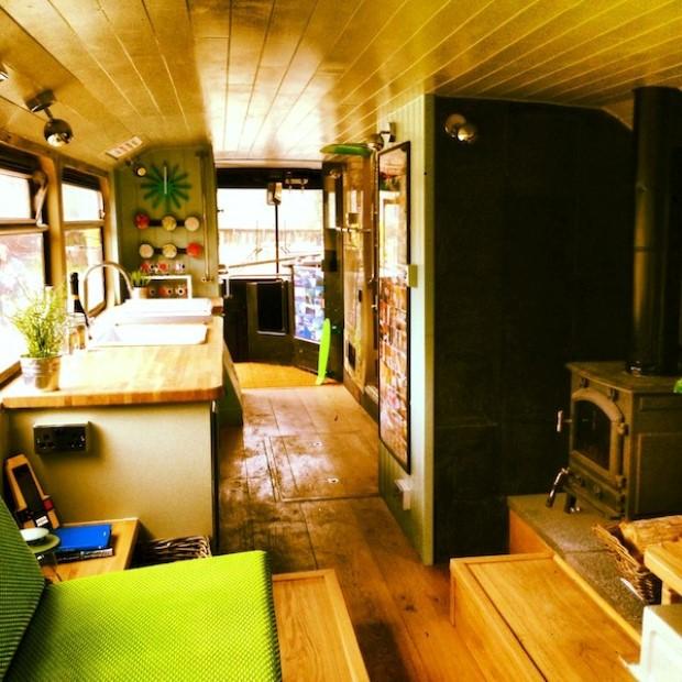 Adam Collier-Woods Big Green Bus Premena double-deckera na malý mobilný hotel 6c