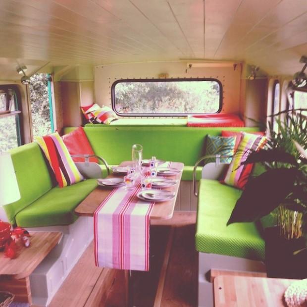 Adam Collier-Woods Big Green Bus Premena double-deckera na malý mobilný hotel 6d