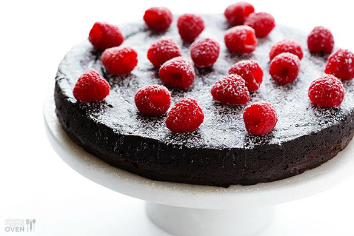 maliny cokolada cukor vajcia maslo kolac torta tri ingrediencie (1)