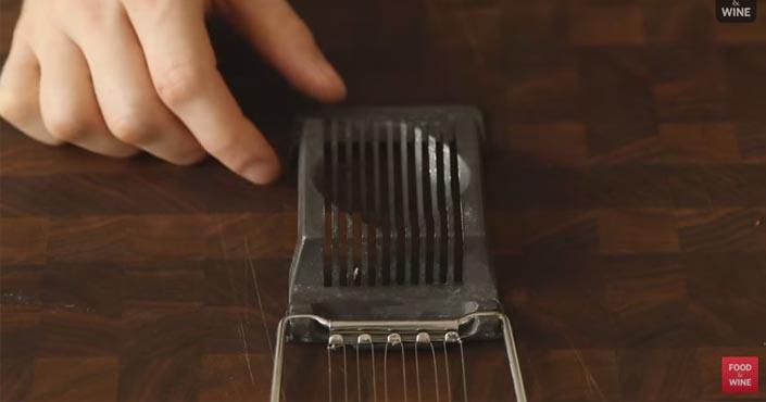 Ako v kuchyni efektívne využiť krájač na vajíčka. Nielen na vajíčka!