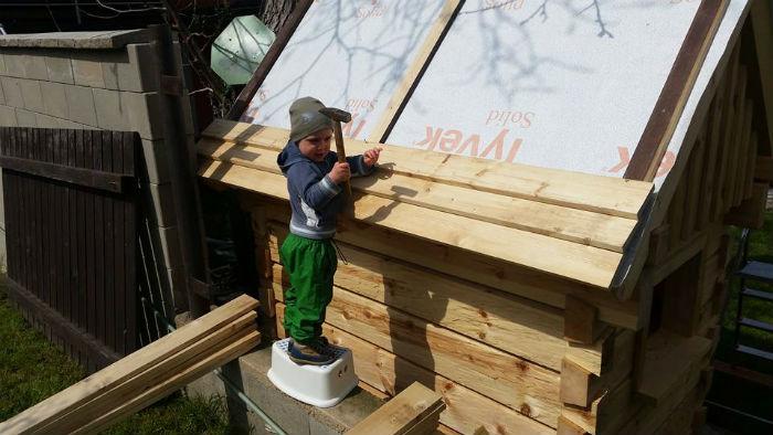 otec postavil na zahrade domcek pre syna podla vzoru tradicnych chalup5