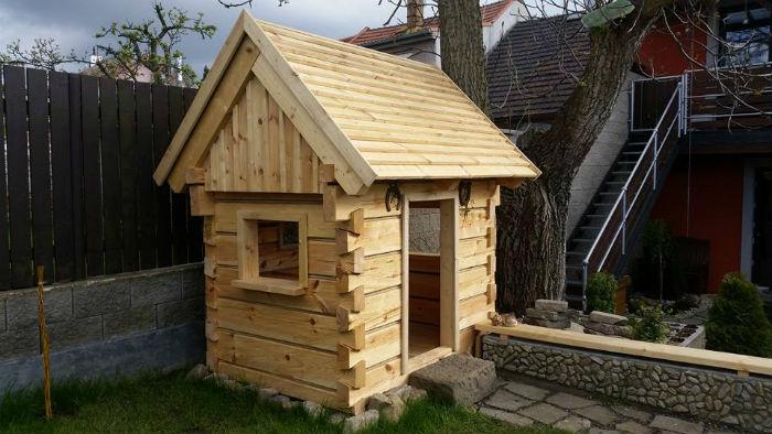 otec postavil na zahrade domcek pre syna podla vzoru tradicnych chalup6