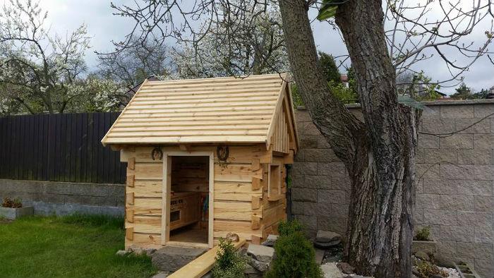 otec postavil na zahrade domcek pre syna podla vzoru tradicnych chalup7