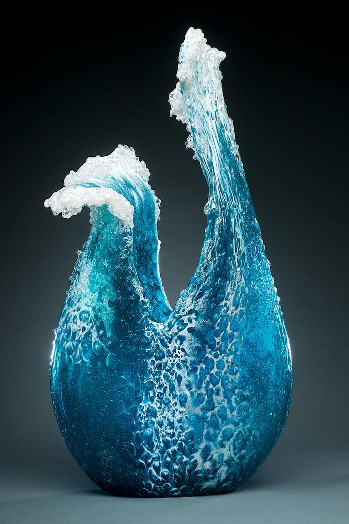 marsha-blaker-paul-desomma-umenie-zo-skla-imituje-rozbureny-ocean-3