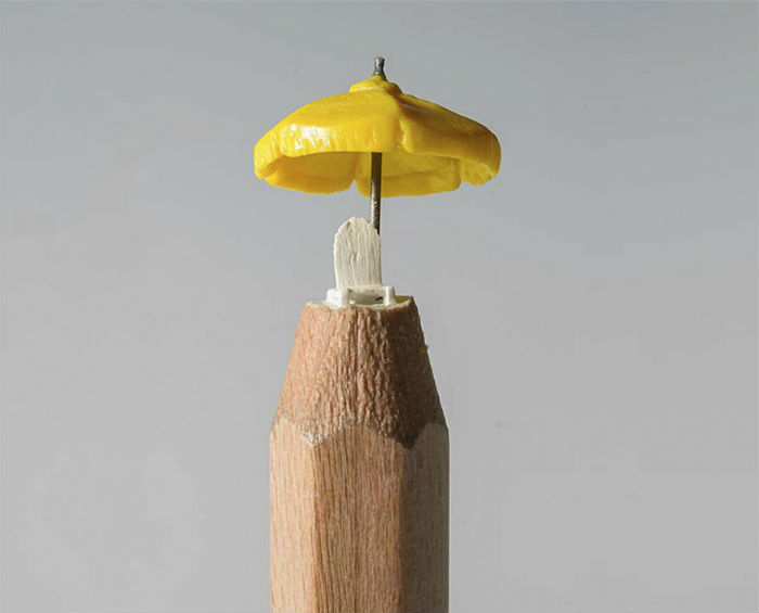 vyrezala-celu-rodinu-slonov-z-ceruziek-miniatury-stromy-ceruzky-15