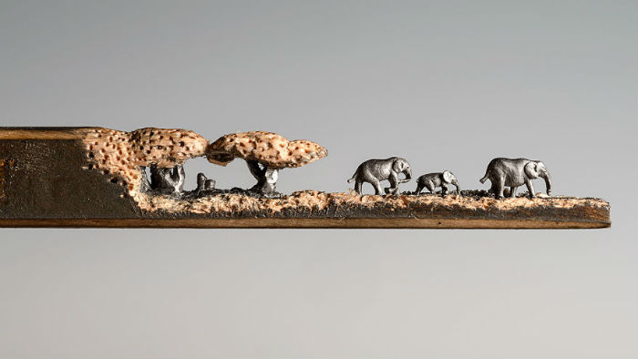vyrezala-celu-rodinu-slonov-z-ceruziek-miniatury-stromy-ceruzky-6