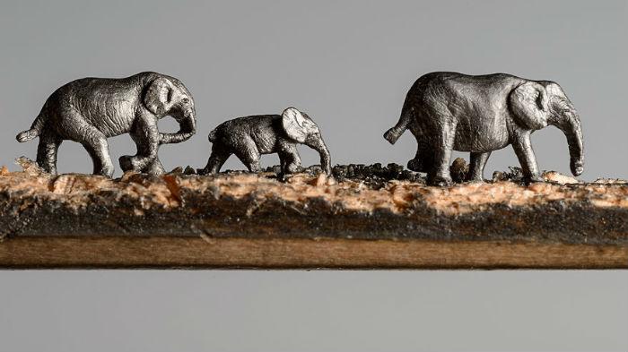 vyrezala-celu-rodinu-slonov-z-ceruziek-miniatury-stromy-ceruzky-7