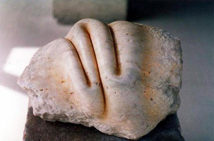 spanielsky-sochar-objavil-sposob-ako-hniest-zmykat-a-skrucat-kamene-18
