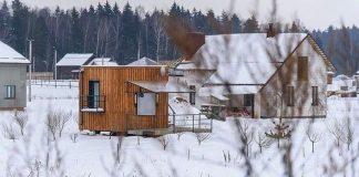 Mikrodom má len 16 m²! Býva v nej 3-členná bieloruská rodina so psíkom