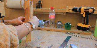Plastové fľaše ako spojovací materiál k výrobe nábytku | Micaella Pedros