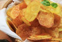 Pečené zemiakové čipsy   Recept na zdravšiu alternatívu obľúbenej pochúťky!
