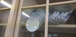 Problém padajúcich tanierov v kuchynskej linke   Odpovede pre maminu