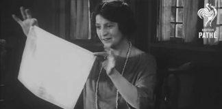 Podprsenka z dvoch látkových vreckoviek | Kreatívny návod z roku 1921