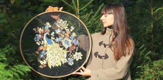 Výšivky na tyle akoby sa vznášali vo vzduchu | Handmade od Krista Decor