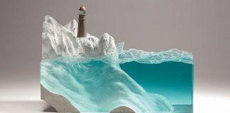 Ben Young vytvára sochy s motívmi morského pobrežia zo skla a betónu