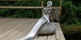 Figurálne sochy z oceľových drôtov, ktoré spájajú prírodu s fantáziou