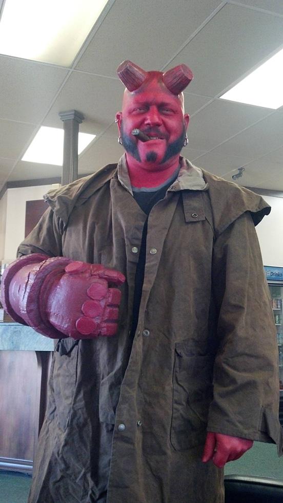 halloweensky kostym Hellboy