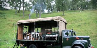Hotel na kolesách bývalého hasičského auta | Netradičné bývanie