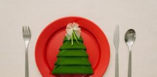 Skladanie obrúskov do tvaru vianočného stromčeka | Návod