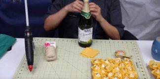 Ananásový obal na fľašu sektu zhotovený z bonbónov | DIY návod
