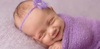 Najroztomilejšie fotky | Keď sa bábätká počas spánku usmievajú