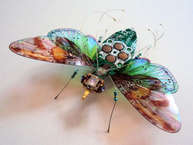 Julie Alice Chappell Okrídlený hmyz vyrobený zo starých počítačových komponentov 1