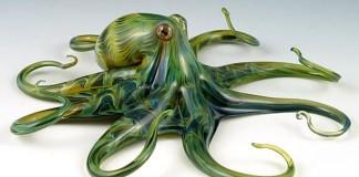 Ručne fúkané morské kreatúry zo skla ožívajú do podoby sôch