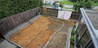 Rodinka si za domom svojpomocne vytvorila netradičný bazén