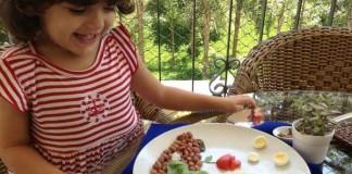 Mamina pre svoju prieberčivú dcérku mení jedlá na príbehy
