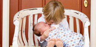 Krásne fotky detí, ktoré po prvýkrát vidia svojich nových súrodencov