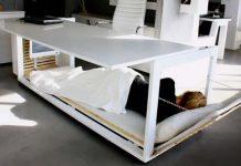 Kancelársky stôl a posteľ v jednom od dizajnérov Studio NL