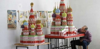Sergej Tarasov a jeho dychvyrážajúce origami katedraly a chrámy