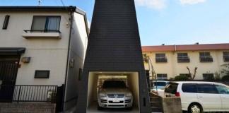 """Nie je to len garáž. V skutočnosti je to japonský """"horský dom"""", ktorý spája praktickosť garáže a prívetivosť domu"""