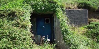 Bunker premenený na 4-izbový domov so strešným oknom