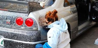 Muž nechal svoju ženu pokresliť jeho Nissan Skyline GTR fixkami. Výsledok však stojí za to!