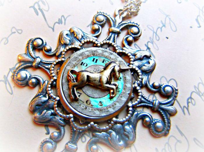 mama s dcerou vyraba steampunkove sperky zo starych hodiniek 1
