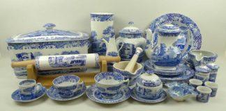 Výroba keramiky s modrými výjavmi z talianskeho vidieka od Spode