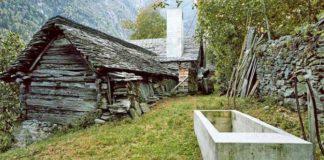 200-ročný kamenný dom premenili na minimalistické letné sídlo