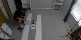 Nábytok okolo postele postavený z IKEA nábytku