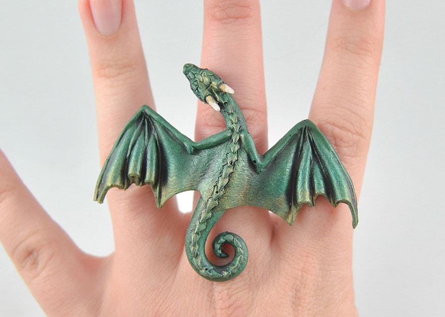 umelkyna vyraba sperky s motivom drakov fantasticky svet oziva (11)