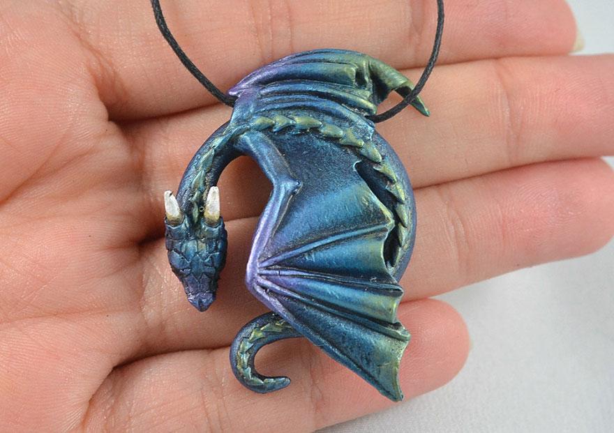 umelkyna vyraba sperky s motivom drakov fantasticky svet oziva (2)