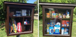 Malé drevené búdky na jedlo a veci pre pomoc ľuďom v núdzi